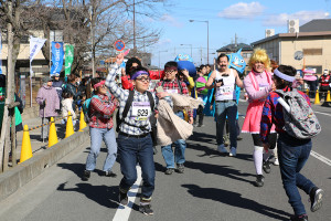 第35回杉戸町新春マラソン大会仮装⑨_s