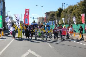 第35回杉戸町新春マラソン大会仮装⑦_s