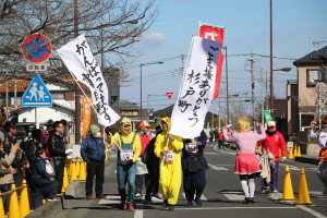 第35回杉戸町新春マラソン大会仮装⑧_s